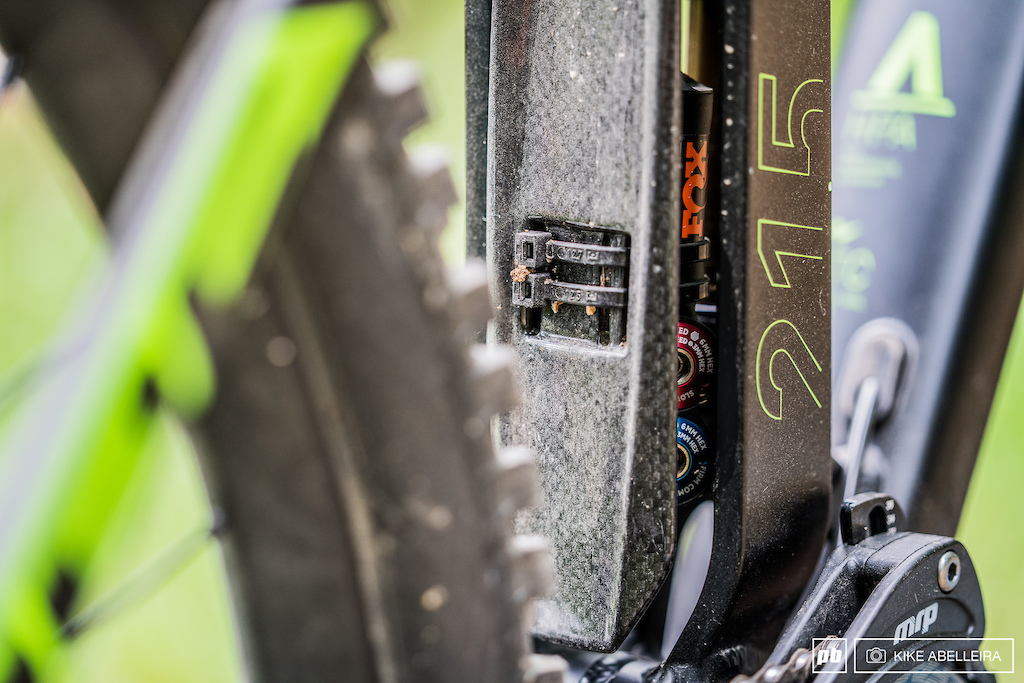 Cube Stereo DH 29 Review - shock mudguard