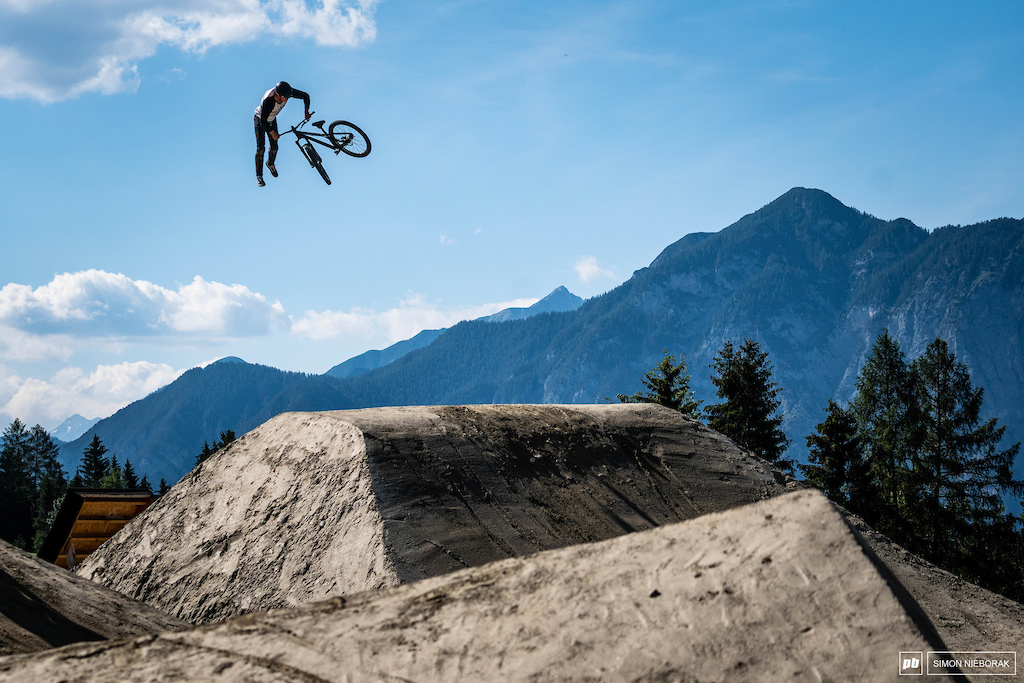 Erick Fedko is more and more confident with his riding at the big, slopestyle courses with every next event he goes to. Remember his name, you'll be hearing it much more often...