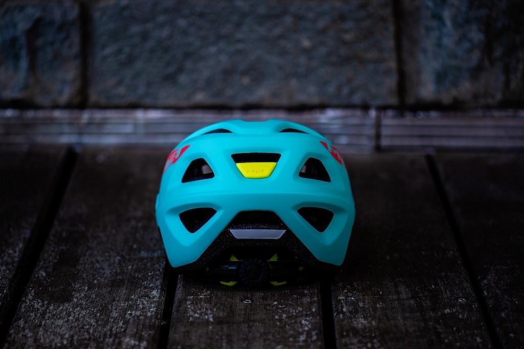 MET Bluegrass -Bike Connection Summer www.luigisestili.com