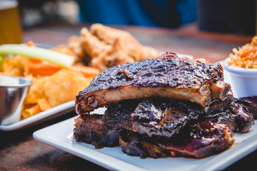 Dusty s plates up some fantastic ribs