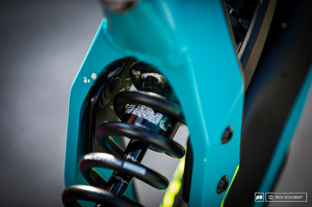 Another hidden adjustment option to slacker the head angle and to lower the bottom bracket
