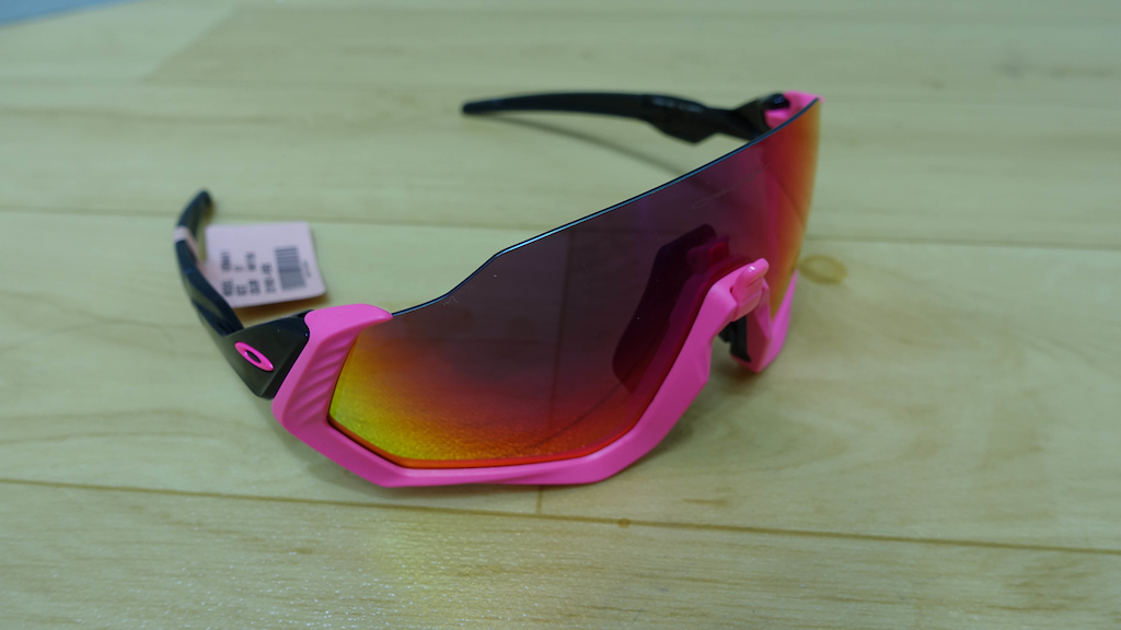 e401822dbf31 This, Oakley claims, will help reduce steaming up when you stop on the  climbs. The Feild and Flight Jackets both retail from $212 to around $250  for the ...