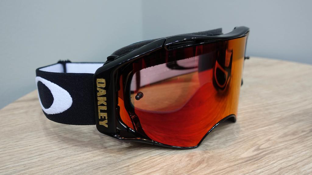 a554465d4de2 Oakley's New MTB Range Includes Clothing & A Greg Minnaar Helmet ...