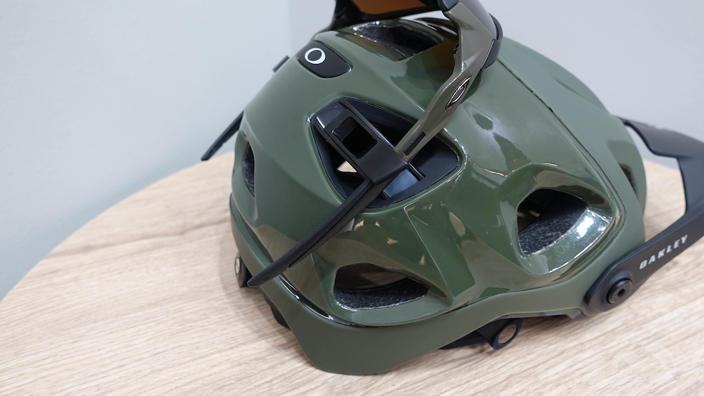 5813cbf7e9 It s Oakley s first foray into the MTB helmet market and while Oakley  always put emphasis on safety and fit