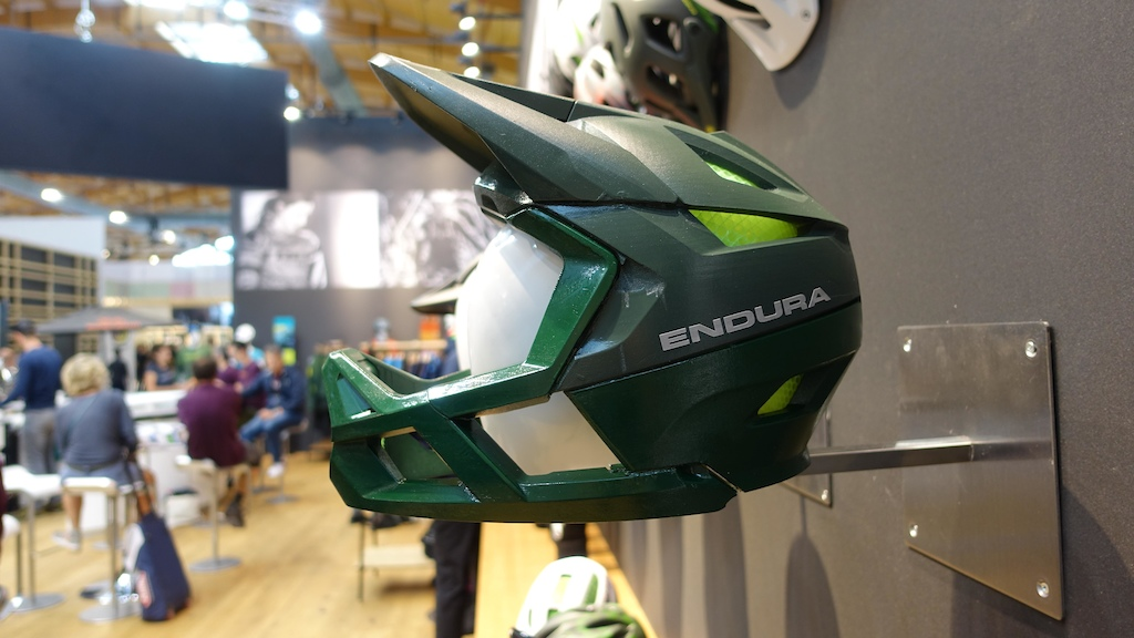 Endura have been working hard on a full face enduro lid. This is a 3-D printed version but it s based on their popular MT500 helmet.