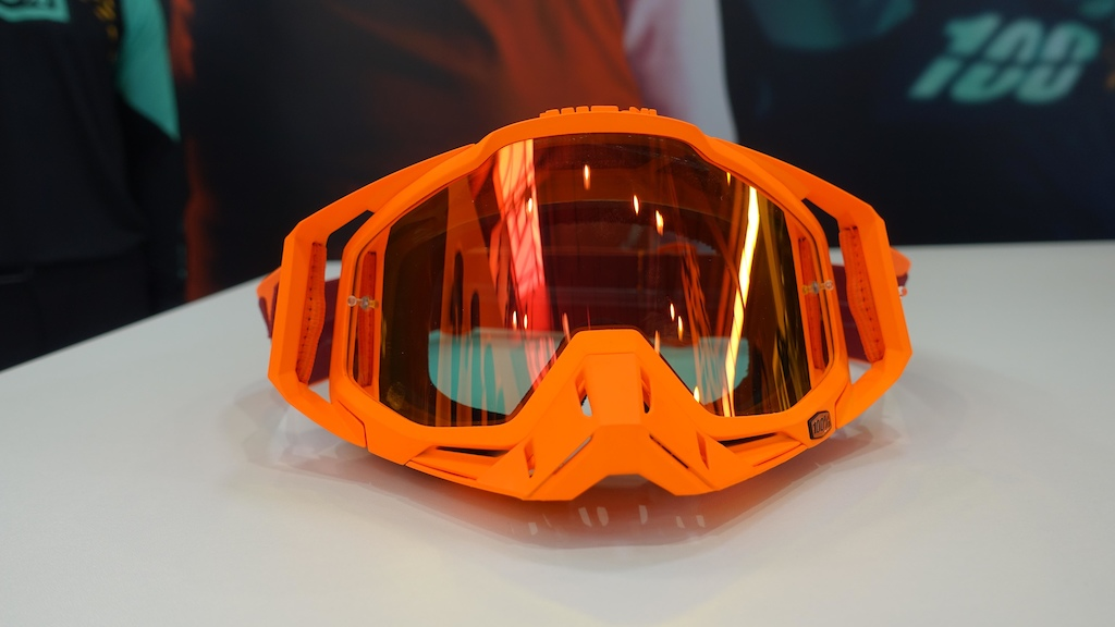 The Racecraft goggle s strap are attached using outriggers that help them fit in a variety of lids.