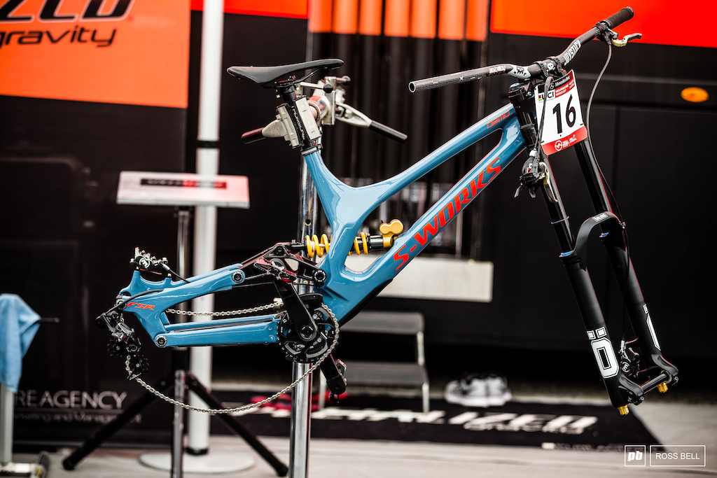 Loic Bruni s Specialized Demo.