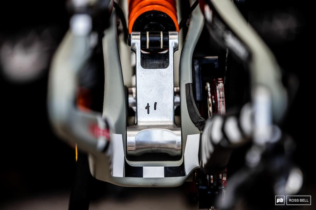 Linkage detail on the Santa Cruz V10.