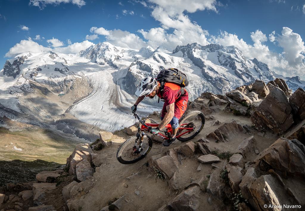Picture: Arnau Navarrro  High Aline Riding at Switzerland