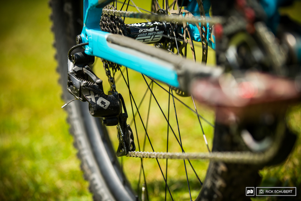 The drive train comes from Sram and is combined with Reverse cassette