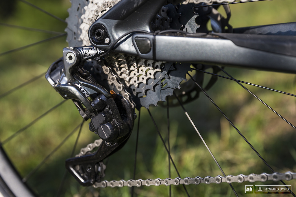 Not the latest XTR 12 Nico still rides with a nice XTR Di2 derailleur and an 11 speed cassette.