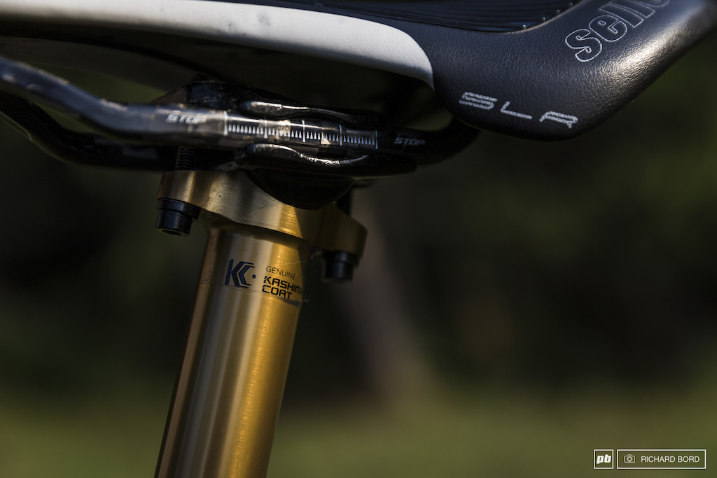 Fox Kashima on the fork so on the seat post and 150mm of travel .