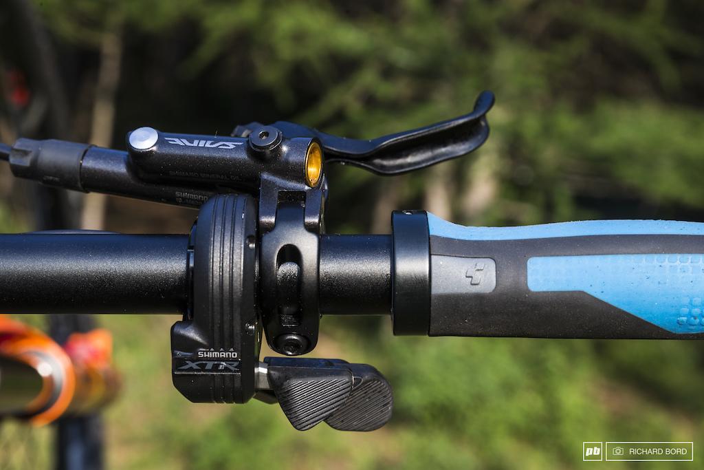 Shimano XTR Di2 Nico s favorite brakes for many seasons now the Saint.