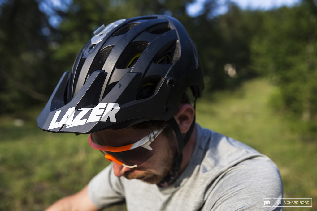 Nico Lau s everyday helmet is a Lazer Revolution with MIPS protection included he will race with his 100 full face helmet though . This Belgium brand is better known by the motor cyclist community than by Mountain Bikers.