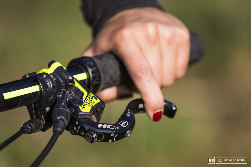 Morgane rides with the very powerful Magura MT7 Raceline brakes and of course she has red nails .