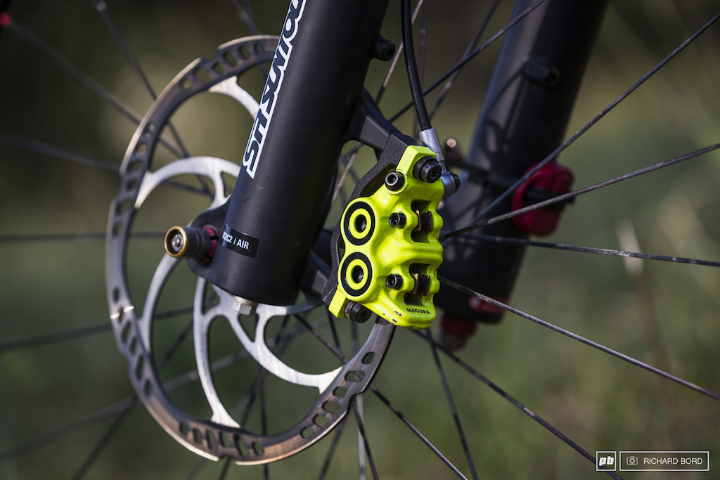 Magura MT7 203mm disc brake in the front and 180mm on the rear.