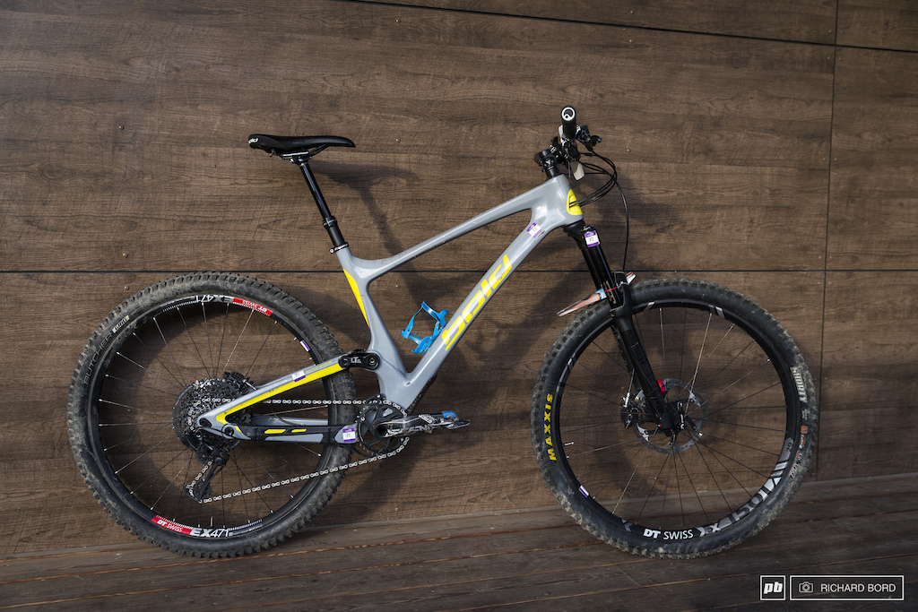 Even if this bike is not new it s still a bit strange to see a Bold. Just in case you doubt it the Linkin Trail LT is a full suspended Enduro Bike with 154mm of rear travel and a 160mm fork.