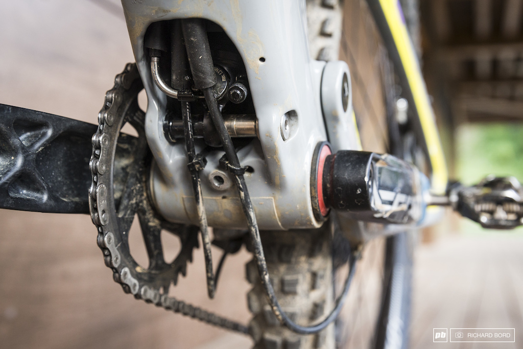 Here is the Bold secret box. Two screws and you can access to the rear shock and set the compression and rebound.