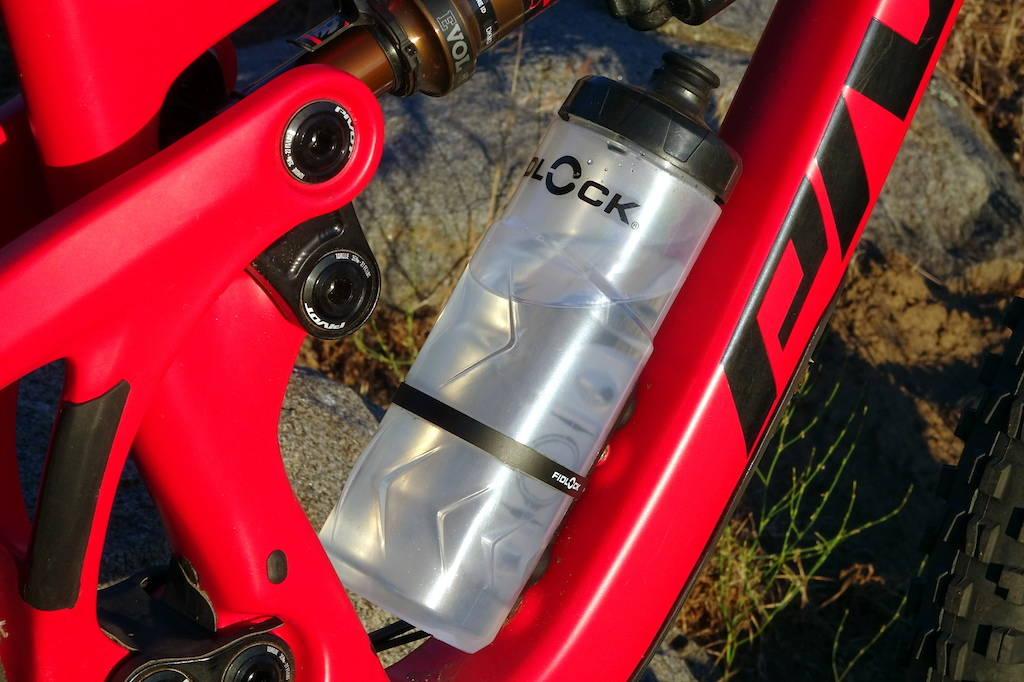 b32010e5148 Review  Fidlock s Bottle Twist Uses Magnets to Hold Your Water ...