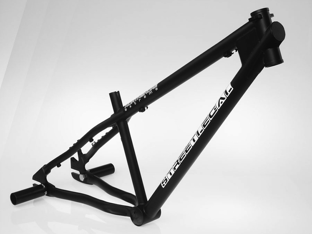 The Streetlegal was the first frame that NS made. Over 4kg compatible with pegs.
