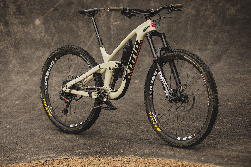 20988918a08 Connor Fearon s all-new carbon Process 29. Kona Process CR DL 29