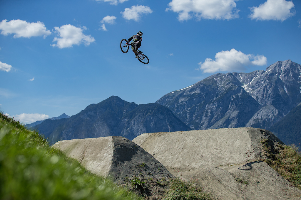 Action from the Crankworx Innsbruck Slopestyle presented by Kenda. Credit Fraser Britton Crankworx 2018