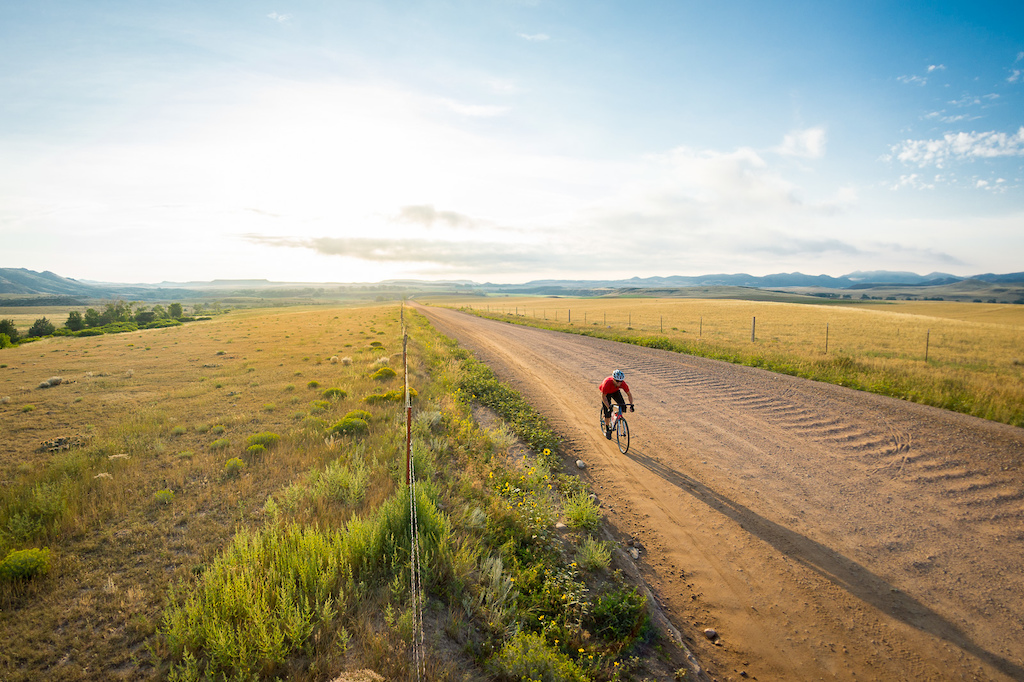 Another sunrise shoot this time with my friend Chris Wolff on the then new RLT9 gravel bike. There are some amazingly beautiful sections of gravel and dirt road around Fort Collins which makes it an great place to shoot gravel riding. Huge thanks to Peter at Swobo for providing the red jersey to help Chris stand out from the greens and yellows in this shot. Those kinds of details are usually not accidental in my images ideally everything is planned out ahead of time including colors.
