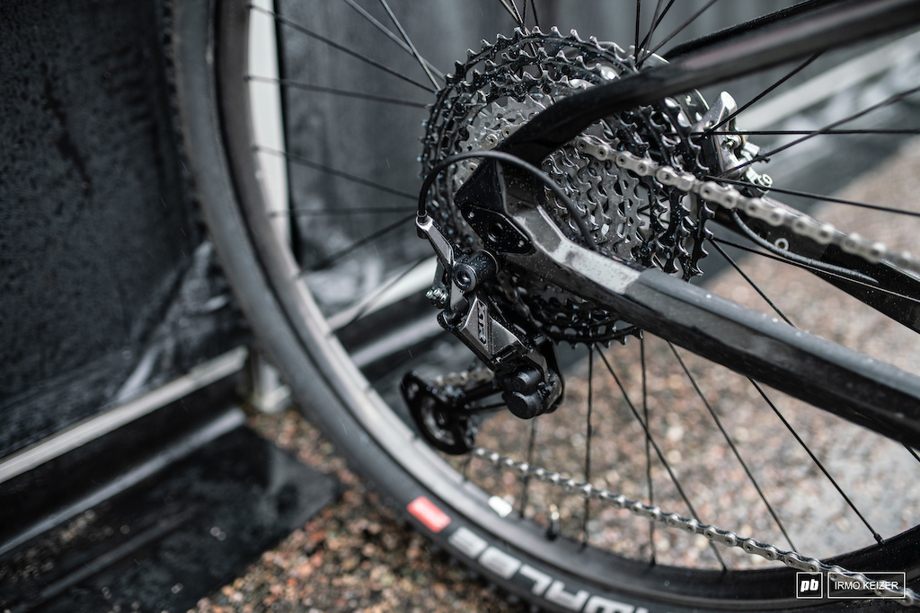 Shimano s new XTR derailleur 10-51 cassette and a 38T chainring.