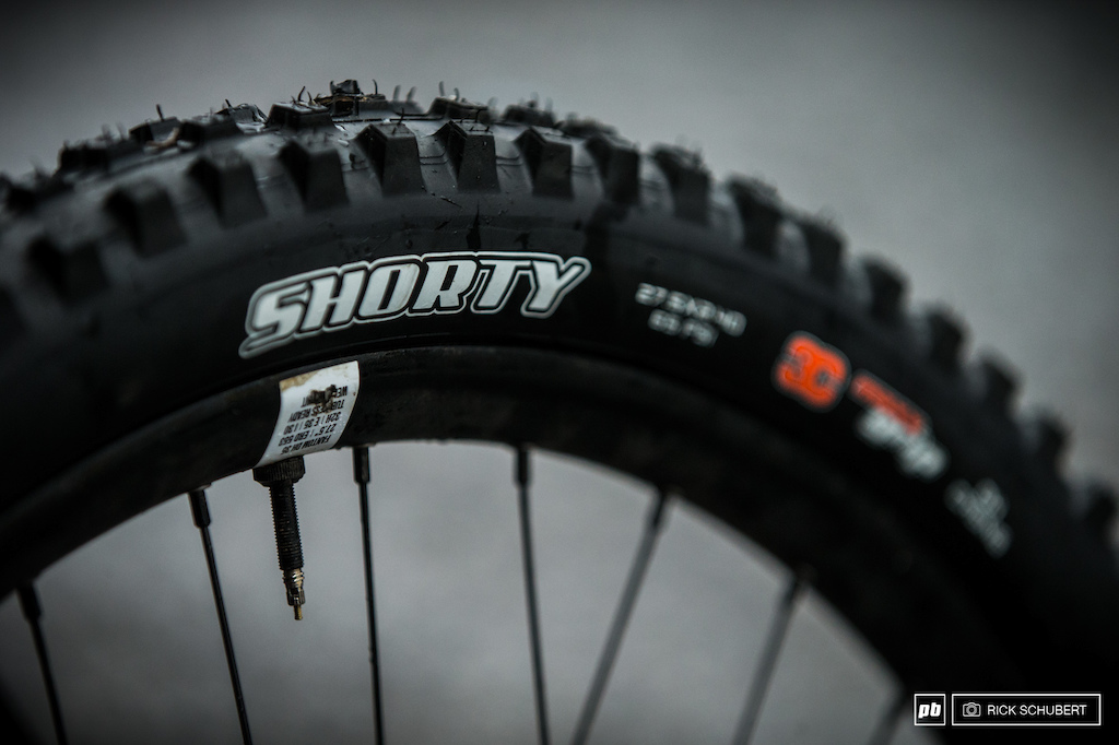 For the muddy conditions the Maxxis Shorty need to get the work done. 26psi