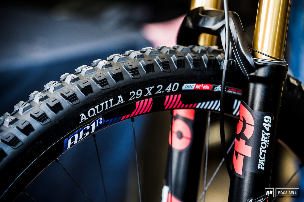 Gwin has of course moved to a 29er but has raken his signature Onza Aquila rubber with him too.