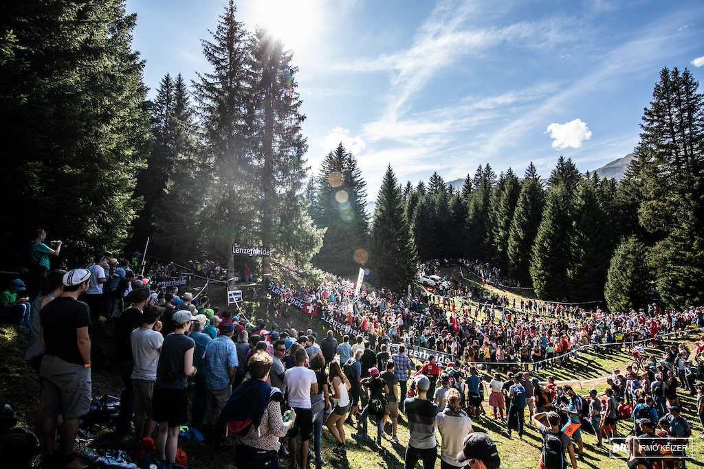 Crowds everywhere in Lenzerheide. Those who were late got stuck in a three hour traffic jam up the mountain.