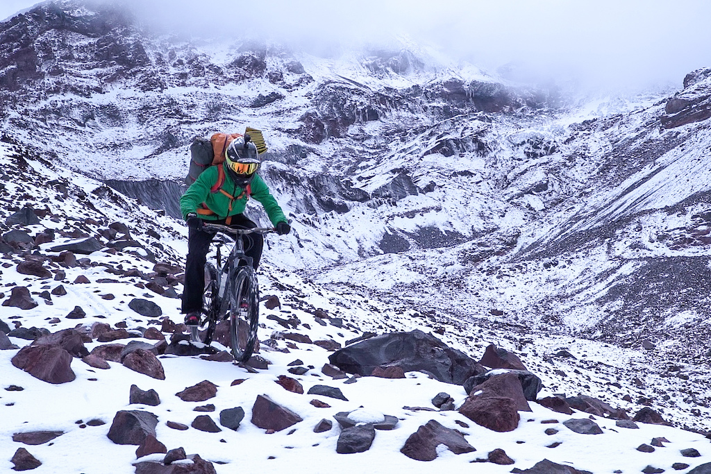 descending after a huge storm of snow and wind at 4.200 meters.