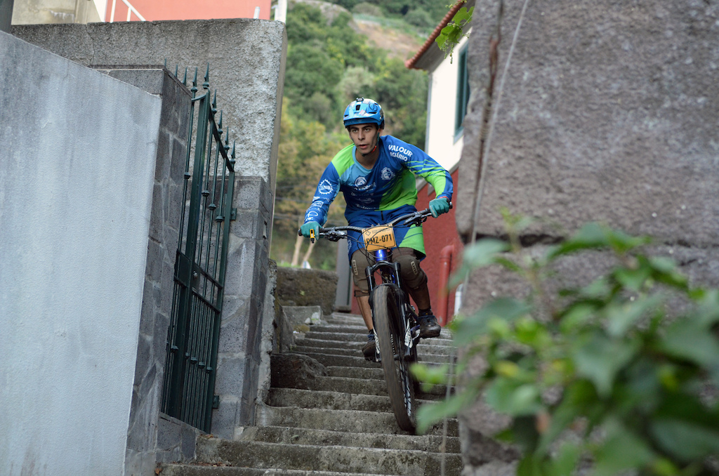 Digo 2nd on Juniors category smashing trough Seixal stairs on the urban prologue
