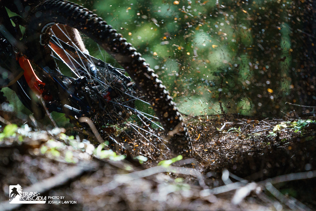A rider blasts through a corner in Stage 1 during Day 1 of the 2018 Trans-Cascadia. Photo by Joshua Lawton PEARL iZUMi