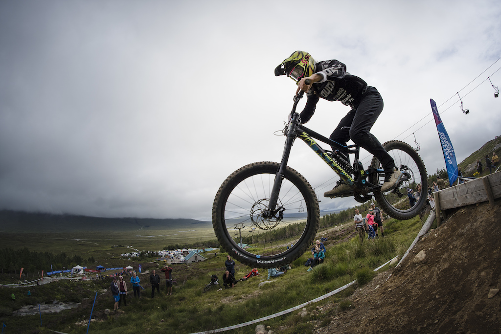 Racing downhill at Glencoe, with JetLag and a knackered wrist. Hard as nails. Photo: Lewis Gregory