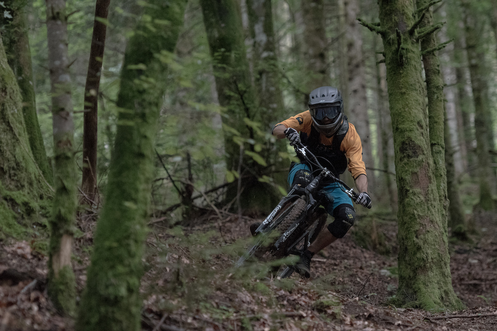 Flowy trail by Born to jump Rivieride L -bas annecy trip