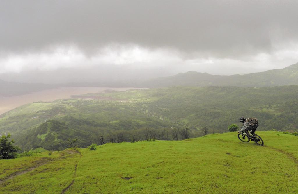Psynyde Bikes & Components   Haul Apparel India   Loose Riders India   Sharptune   FRMTB Freerider Mountain Bike Magazine \\ www.vinaymenon.com