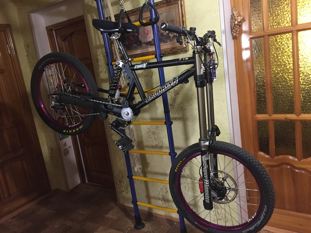 """BMW Rubber Duckie with Marzocchi Super Monster, Grimeca System 17, Shimano Airlines, Seismic Hub 4"""", shinburger pedals."""