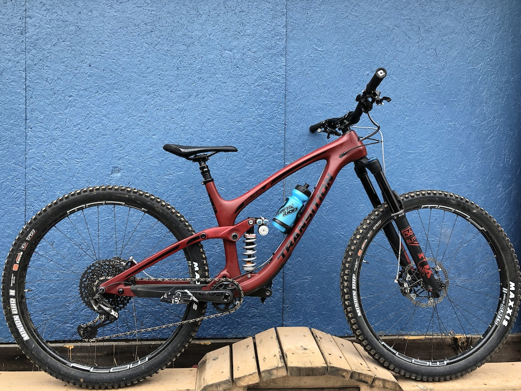 Transition Carbon Sentinel 2019 with Push 11-6 coil shock Hope brakes hope flat pedals