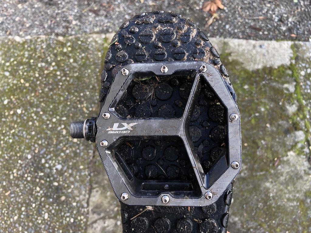 XT flat pedal