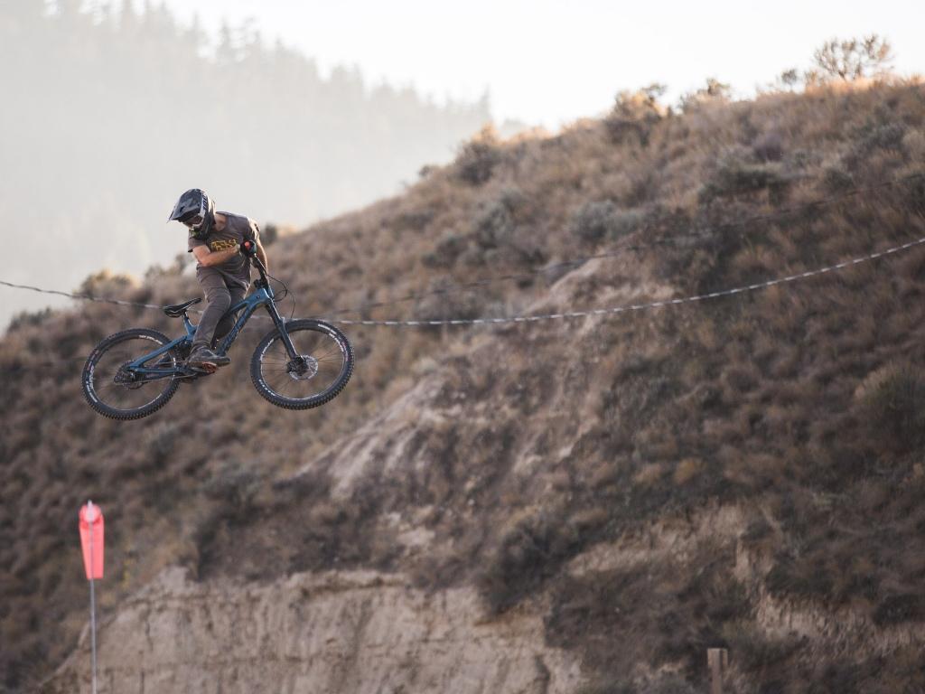 Whips. Bike 2019 Norco Range Wheels Spank 350 Vibrocore Helmet IXS Xult