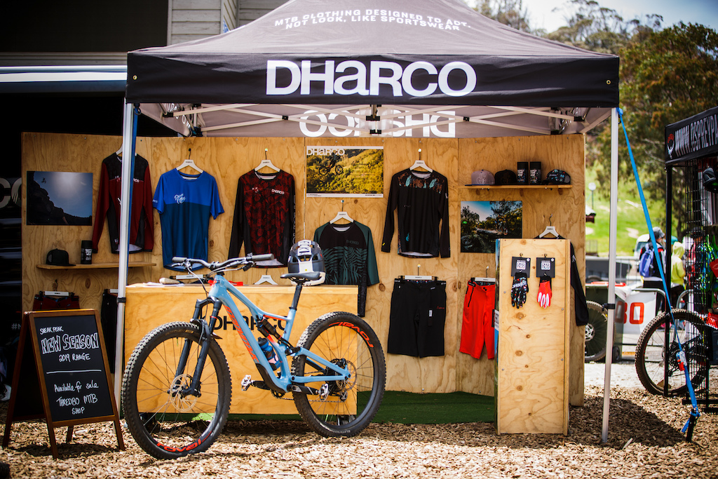 Australian brand DHaRCO have been on the up of late and have brought out Kyle Strait for the event.