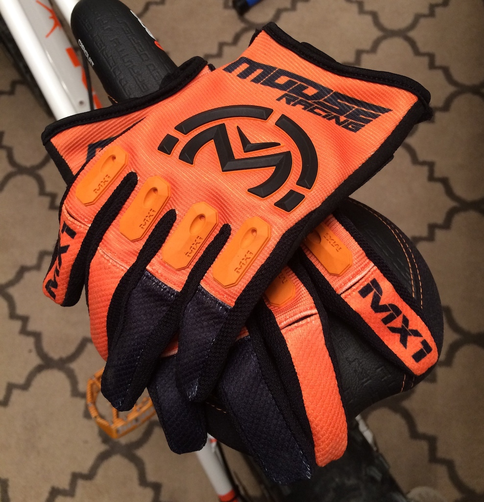 Finally replaced my old moose mx gloves... went with orange :lol: