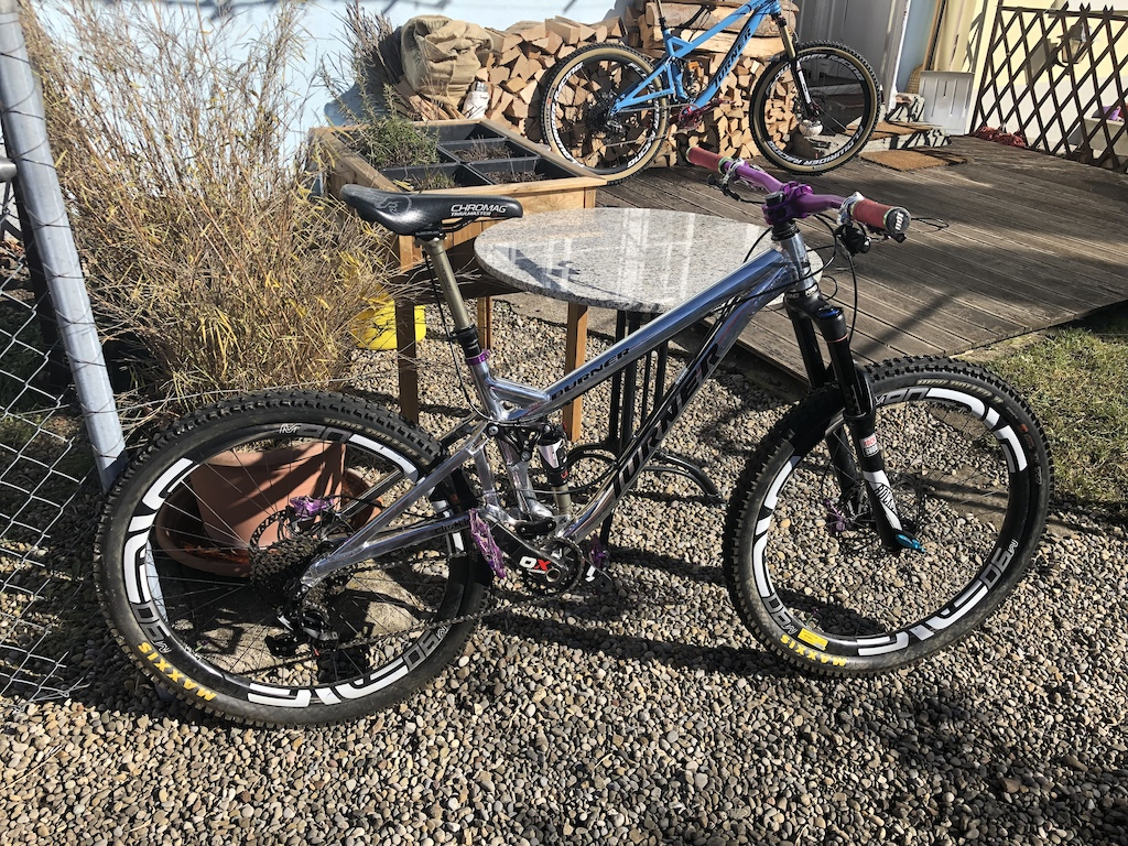 prepared for 2019 with RockShock Pike with Chickadeehill AWK tuning Hope Matchmaker BikeYoke remote Trickstuff Deckele Starnut Trickstuff Gandhi Seatpostclamp Sram XO1 Carbon Crank Absolute Black Oval chainring pink ONYX Hubs are about to come