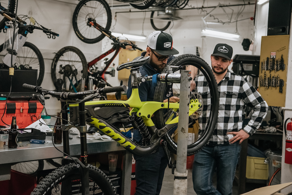Bow Cycle- 2019 Flannel Crew Bike Build Night. Jayme Hunter Photography