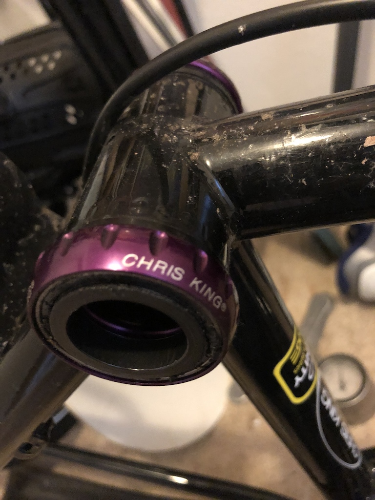 King limited purple kit: Straight headset  Threaded bottom bracket 135 iso rear hub with Shimano driver  9mm iso front hub small diameter