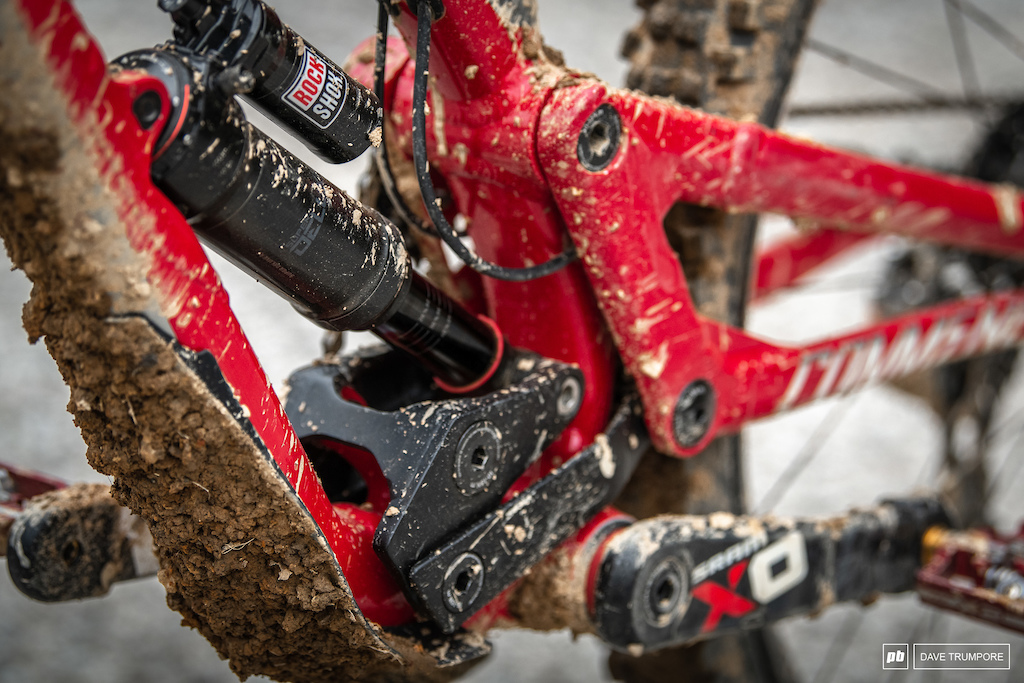 Amaury Pierron - Commencal linkage and Rockshox rear shock note difference to Vali Holl s