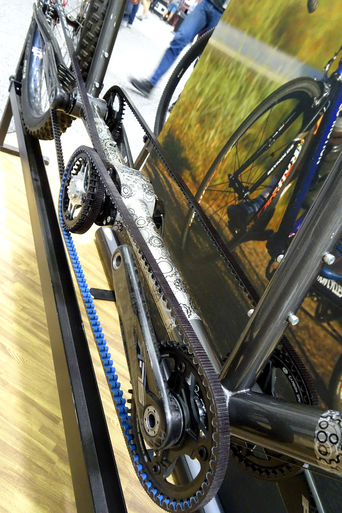 Co-Motion titanium belt-drive tandem with Pinion gearbox