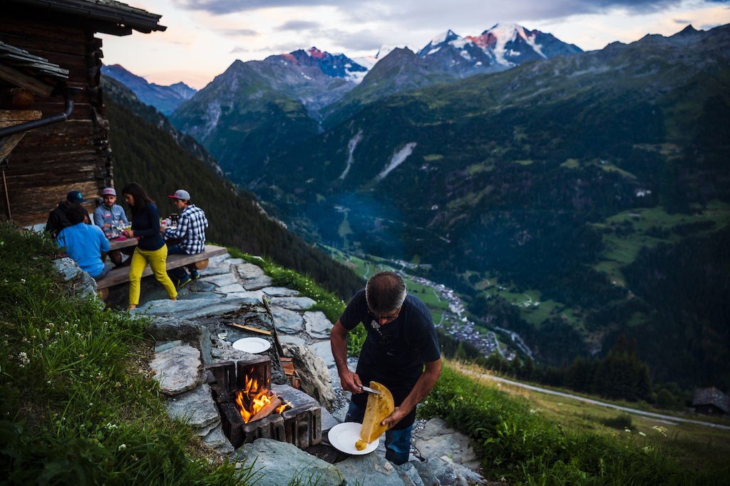 Dinner on high altitude cooked over open fire. Photo Mattias Fredriksson.