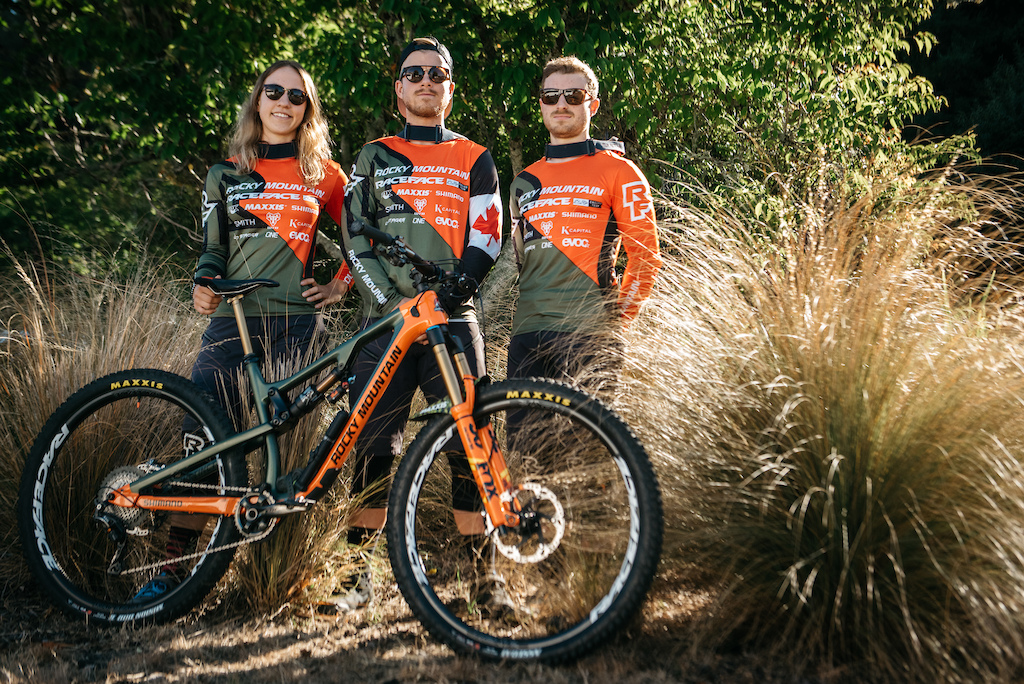 dcb4462927c Video: The Rocky Mountain Race Face Enduro Team Warms Up in ...